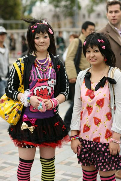 2 colourful harajuku girls japan pictures