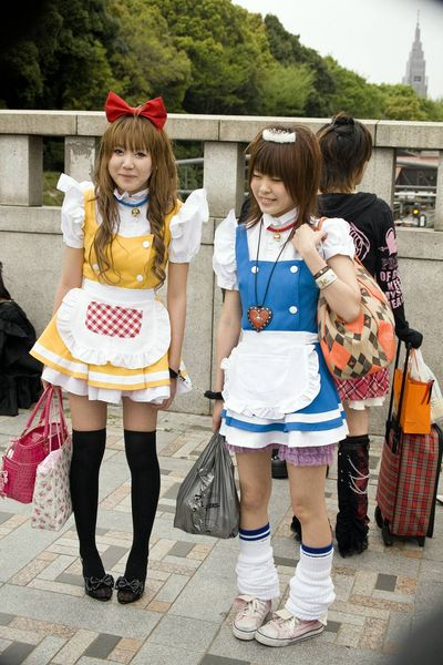 Virtual Fashion Games Girl on Lolita Girls In Handcuffs   Japan Pictures