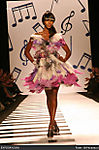 naomi-campbell-olympus-fashion-week-fall-2006-heatherette-runway-show-Ge2Dhv.jpg