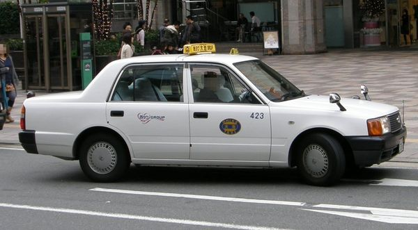 toyota_crown_comfort_taxi_fukuoka - Japan Pictures