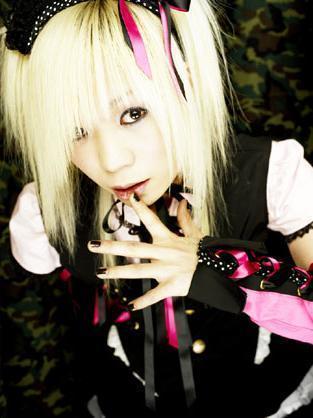 blonde_visual_kei_cosplay-1