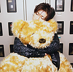 Gackt_with_teddy.png